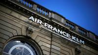 """Ulcérés par des négociations au point mort alors que les pilotes de KLM viennent de décrocher une hausse salariale, neuf syndicats d'Air France étaient réunis vendredi matin pour définir les """"modalités"""" d'une action qui pourrait se durcir [Thomas SAMSON / AFP/Archives]"""