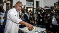 L'opposant congolais Martin Fayulu, candidat à la présidence, vote à Kinshasa le 30 décembre 2018. [Luis TATO / AFP/Archives]