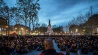 """Les participants du mouvement """"Nuit debout"""" réunis place de la République à Paris le 20 avril 2016 [PHILIPPE LOPEZ / AFP/Archives]"""