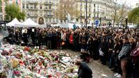 Hommage aux victimes des attentats du 13 novembre, à Paris le 16 novembre 2015 [BERTRAND GUAY / AFP/Archives]