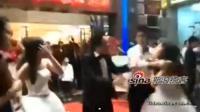 Une bagarre éclate entre une jeune mariée et la maîtresse de son futur époux pendant la cérémonie de mariage