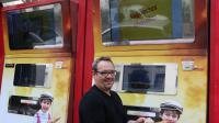 Un distributeur de baguettes avec Jean-Louis Hecht, le créateur de la machine.