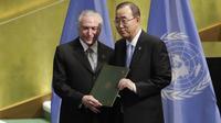 Le président brésilien Michel Temer présente les instuments de ratification du Brésil au secrétaire général de l'ONU Ban Ki-Moon