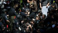 Incidents lors d'une manifestation devant l'hôtel Hyatt Regency le 29 avril 2016 à Burlingame [Josh Edelson / AFP]
