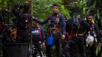 Des plongeurs thaïlandais poursuivent les opérations pour libérer les 12 enfants et leur entraîneur de la grotte dans laquelle ils sont coincés depuis plus d'une semaine, le 5 juillet 2018, à Mae Sai, en Thaïlande [YE AUNG THU / AFP]