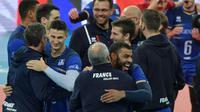 Les joueurs français célèbrent leur accession à la finale de la Ligue mondiale, le 7 juillet 2017 à Curitiba [NELSON ALMEIDA / AFP]