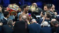 Le boxeur britannique Anthony Joshua (c) exulte après son combat victorieux face à l'Américain d'origine mexicaine Andy Ruiz, le 7 décembre 2019 à Diriya  [Fayez Nureldine / AFP]