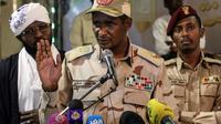 Le chef adjoint du Conseil militaire de transition, Mohamad Hamdan Daglo, parle à la presse à Khartoum, le 18 mai 2019 [STR / AFP]