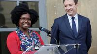 Sibeth Ndiaye et Benjamin Griveaux lors de la passation de pouvoir, le 1er avril 2019 [Thomas SAMSON / AFP]