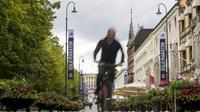 Un cycliste dans les rues d'Oslo, le 14 septembre 2018 [FREDRIK VARFJELL / AFP]