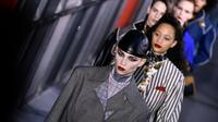 Des mannequins présentent des créations Louis Vuitton, le 5 amrs 2019 à Paris [Philippe LOPEZ / AFP]
