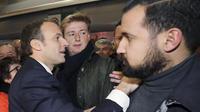 Le garde du corps violent d'Emmanuel Macron, Alexandre Benalla, fascine Internet.