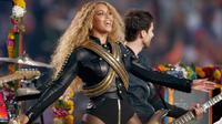 Beyoncé lors de son show au Super Bowl
