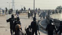 Heurts entre manifestants islamistes et les forces de l'ordre pakistanaise, le 25 novembre 2017 à Islamabad [AAMIR QURESHI / AFP]