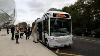 Plus de 6 000 personnes ont emprunté le Bluebus lors de la semaine inaugurale de la Fondation Louis-Vuitton.