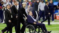 Le 41e Président des Etats-Unis est en fauteuil de roulant depuis des années. C'est depuis son fauteuil qu'il a sexuellement agressé Heather Lind.