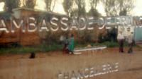 La plaque de l'ambassade de France à Kigali, le 29 novembre 2016 au Rwanda [JOSE CENDON / AFP/Archives]