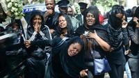 Des proches des victimes du crash le 17 mars 2019 à Addis Abeba [Samuel HABTAB / AFP]