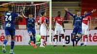 La joie de Stefan Mitrovic et des Strasbourgeois après le 3e but inscrit face à Monaco, le 25 janvier 2020, à Louis-II [VALERY HACHE / AFP]