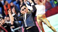 Le chanteur sud-coréen Psy se produit lors de la finale de la Coupe d'Italie de football le 26 mai 2013 à Rome [Tiziana Fabi / AFP/Archives]