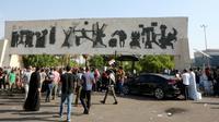 Des Irakiens se rassemblent sur la place Tahrir à Bagdad, le 26 octobre 2019 [- / AFP]