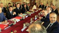 Le Premier ministre Manuel Valls (G) entouré à G du ministre des Collectivités Jean-Michel Baylet et à D du préfet de Corse Bernard Schmeltz devant le président de l'Assemblée de Corse Jean-Guy Talamoni (D) à Ajaccio le 4 juillet 2016 [PASCAL POCHARD-CASABIANCA / AFP]
