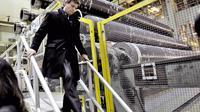 Le ministre de l'Economie Arnaud Montebourg visite la papèterie Stora Enso de Corbehem (Pas-de-Calais), le 14 février 2014 [Philippe Huguen / AFP/Archives]