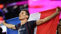 Le Français Pierre-Ambroise Bosse  savoure sa victoire en finale du 800 m aux Mondiaux, le 8 août 2017 à Londres  [Jewel SAMAD / AFP]