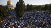 Des Palestiniens en prière sur l'esplanade des Mosquées le 24 septembre 2015 à Jérusalem [AHMAD GHARABLI / AFP/Archives]