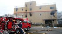 Des pompiers sur le site de l'incendie qui a ravagé un studio d'animation de Kyoto le 18 juillet 2019 [JIJI PRESS / JIJI PRESS/AFP]