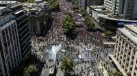 La police déploie un canon à eau contre des manifestants, à Santiago le 23 octobre 2019 [Javier TORRES / AFP]