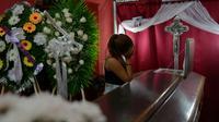 Une femme pleure un étudiant nicaraguayen tué lors de violences entre des manifestants et la police, à Managua, le 15 juillet 2018 [MARVIN RECINOS / AFP]