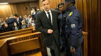 L'athlète paralympique sud-africain Oscar Pistorius arrive au tribunal de Pretoria, le 6 juillet 2016 [MARCO LONGARI / POOL/AFP/Archives]
