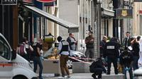 Des enquêteurs sur les lieux de l'attaque au colis piégé qui a fait 13 blessés légers à Lyon, le 25 mai 2019 [PHILIPPE DESMAZES / AFP/Archives]