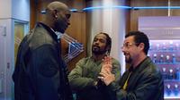 Kevin Garnett, Lakeith Stanfield et Adam Sandler dans «Uncut Gems», à regarder à partir du 31 janvier sur Netflix.