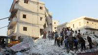 Des habitants et des casques blancs cherchent des survivants le 29 septembre 2017 sous les décombres d'un bâtiment détruit par une frappe aérienne à Harim (nord-ouest) dans la province d'Idlib  [Omar haj kadour / AFP]