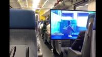 Ce drôle de comportement n'a pas semblé importuner les passagers, ni même les Chemins de fer fédéraux suisses (CFF).
