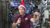 Thomas Pesquet présente le menu de Noël de la Station spatiale internationale