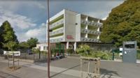 Le lycée Georges Brassens, qui fait partie d'une cité scolaire particulièrement vétuste à Villeneuve-Le-Roi, sera bientôt détruit pour être reconstruit.