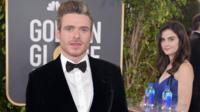 Lors des Golden Globes 2019, la jeune hôtesse a notamment posé derrière Richard Madden, l'acteur qui joue Robb Stark dans la série Game of Thrones.