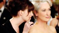 Anne Hathaway et Meryl Streep, dans Le Diable s'habille en Prada (2006).