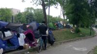 Près d'un millier de migrants ou réfugiés seraient actuellement à la rue, dans Paris.