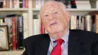 Robert Bernstein, qui avait fondé HRW au cours de la guerre froide, était éditeur.