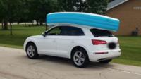 La voiture de Janus Yeager avec la piscine gonflable sur le toit.