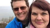 Lee Dingle avait 37 ans lorsque qu'il est mort après avoir eu la nuque brisée par une vague.
