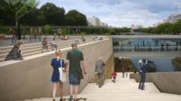 L'escalier – qui descendra vers le port de l'Arsenal – est en cours de construction depuis octobre.