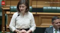 La députée Chloe Swarbrick a popularisé l'expression «Ok boomer».