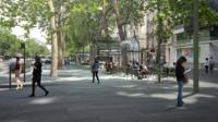 Au total, 23 «folies» seront installées tout au long de l'avenue Charles-de-Gaulle.