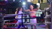 Albert Hughes Jr, qui avait fait ses débuts en boxe en 1975, a battu son compatriote Tramane Towns de 27 ans son cadet.