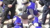 D'après un chercheur australien, la vidéo montre le transfert de prisonniers ouïghours d'un centre de détention vers un autre, dans le Xinjiang (nord-ouest de la Chine).